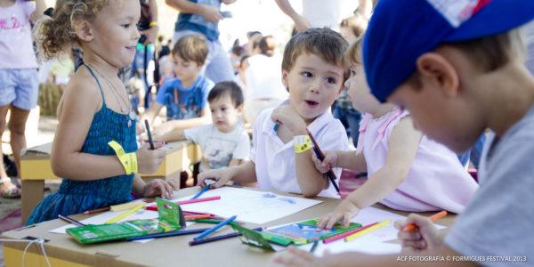niños en el festival
